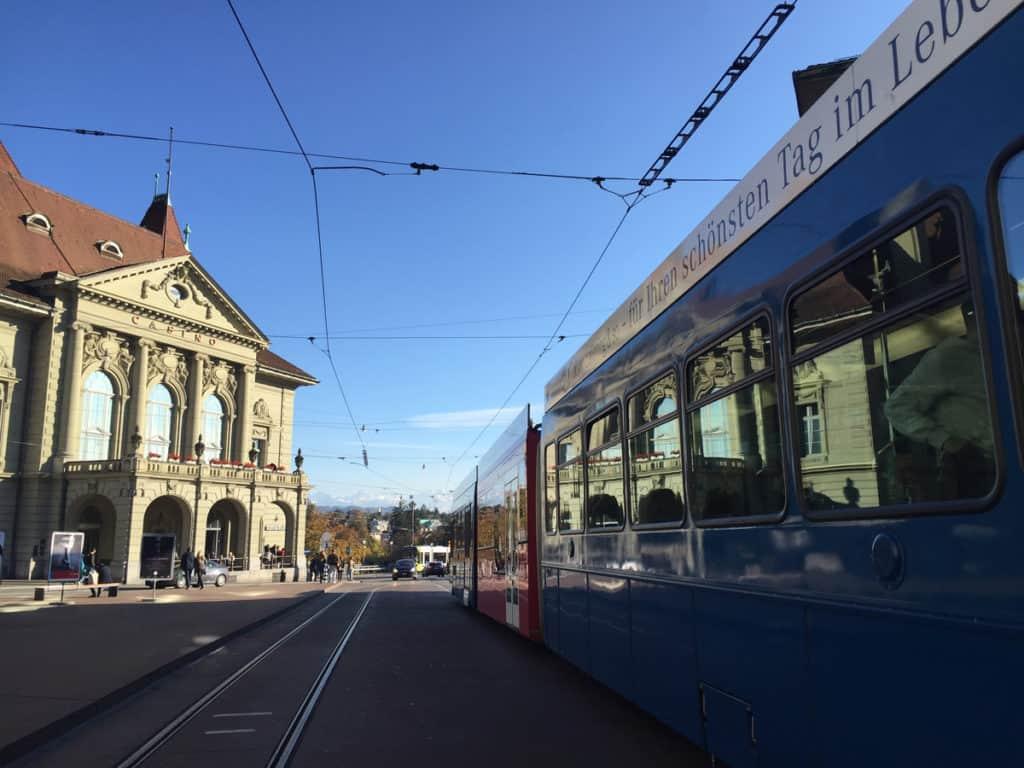 Berna cosa vedere in poco tempo? La città si gira facilmente a piedi e con i mezzi pubblici