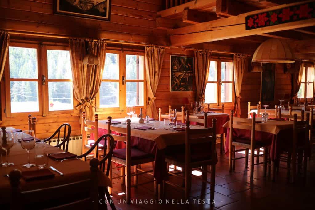 Vista sul ristorante dell'Hotel Notre Maisone Cogne prima dell'ora di pranzo