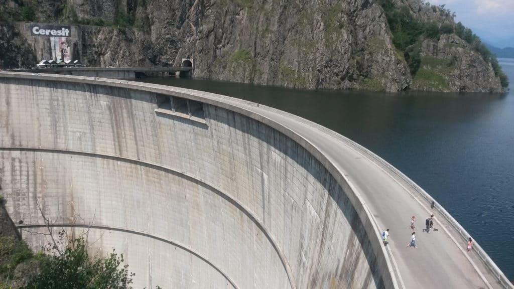 Lago Vidraru transfagarasan