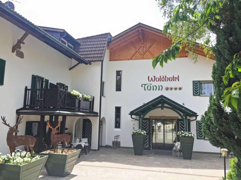 L'ingresso dell'Hotel Tann a Collalbo