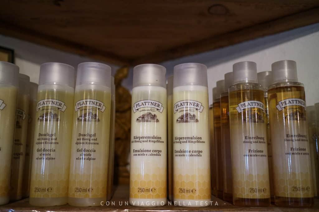 Shampoo, balsamo e prodotti per il corpo a base di miele e propolii prodotti dal museo dell'apicoltura Plattner