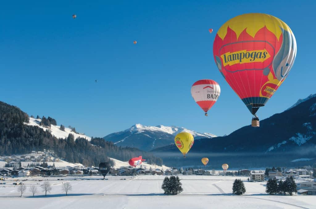 Sulle Dolomiti si organizzano bellissime escursioni in mongolfiera!