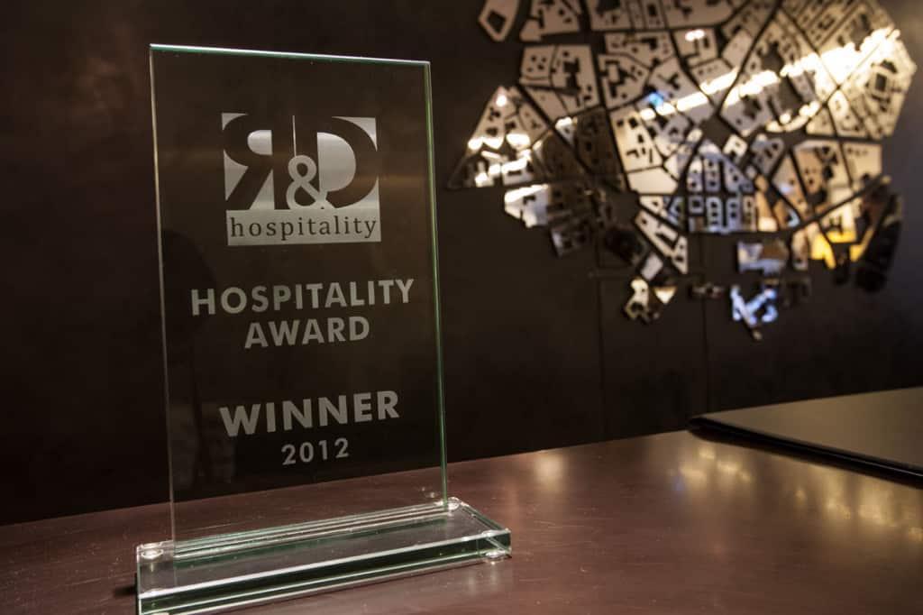 Il premio Hospitality Award vinto da Hotel Milano Scala nel 2012.
