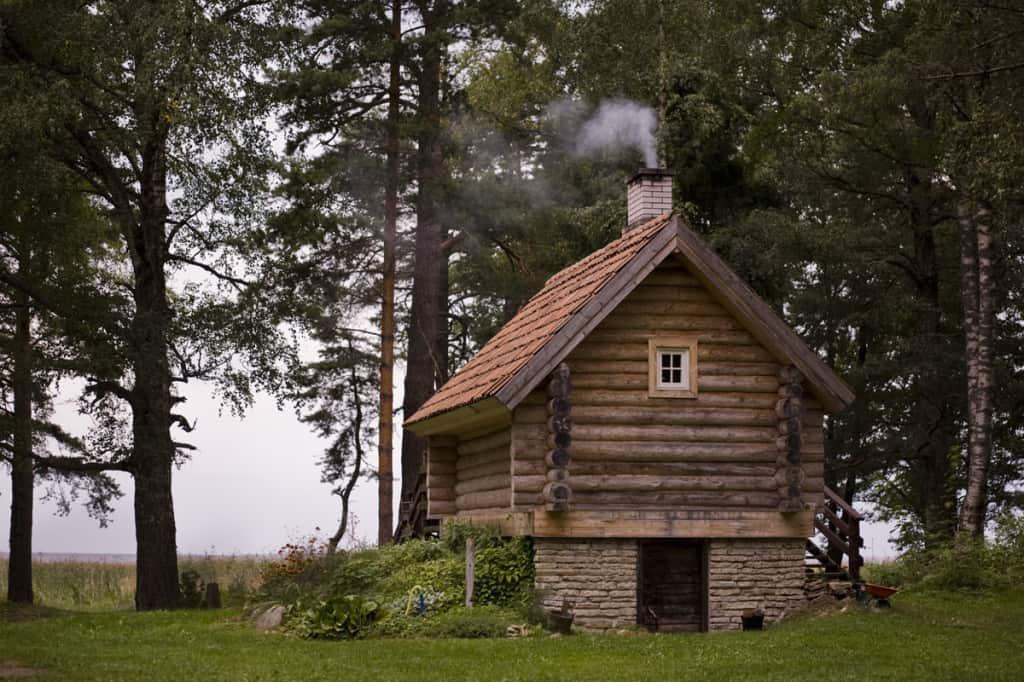 La sauna in Estonia è una struttura esterna, comune in tante case private