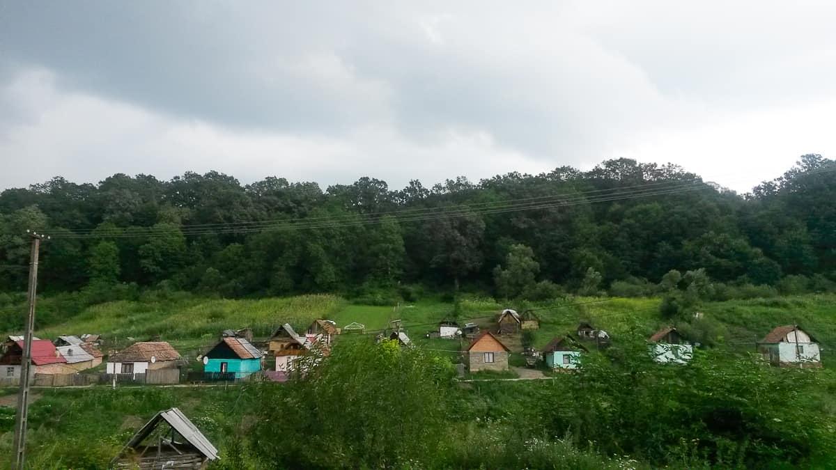 romania da non perdere, strada verso il villaggio di Viscri