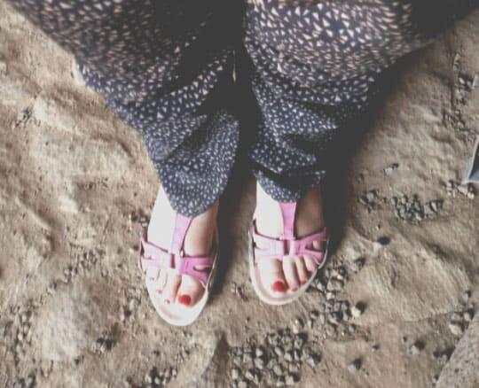 Che scarpe mettere in valigia per camminare? <br/>Al caldo, piedi scoperti!