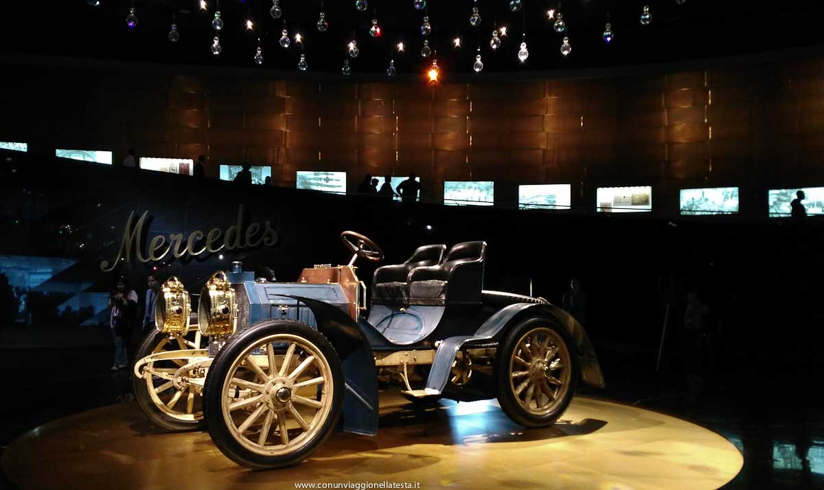 stoccarda germania museo mercedes benz