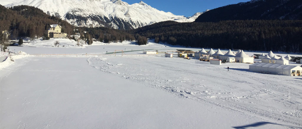 Panorama innevato a St. Moritz, a due passi dal Badrutt's Palace Hotel