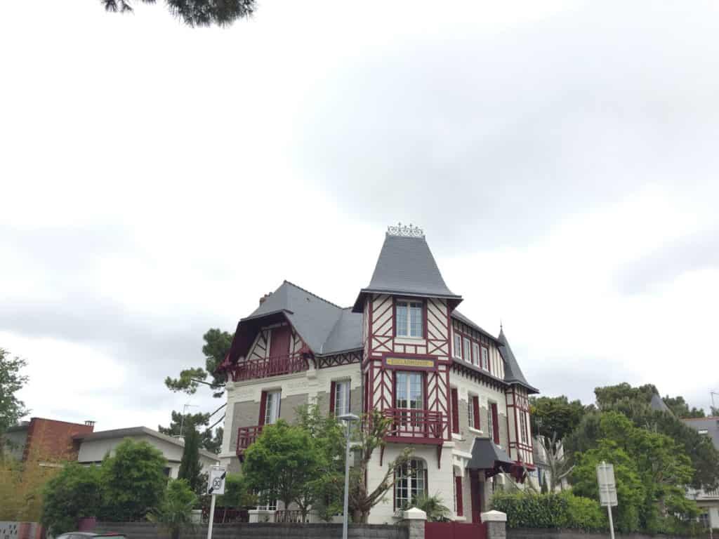 Una delle belle ville di inizio Novecento a La Baule