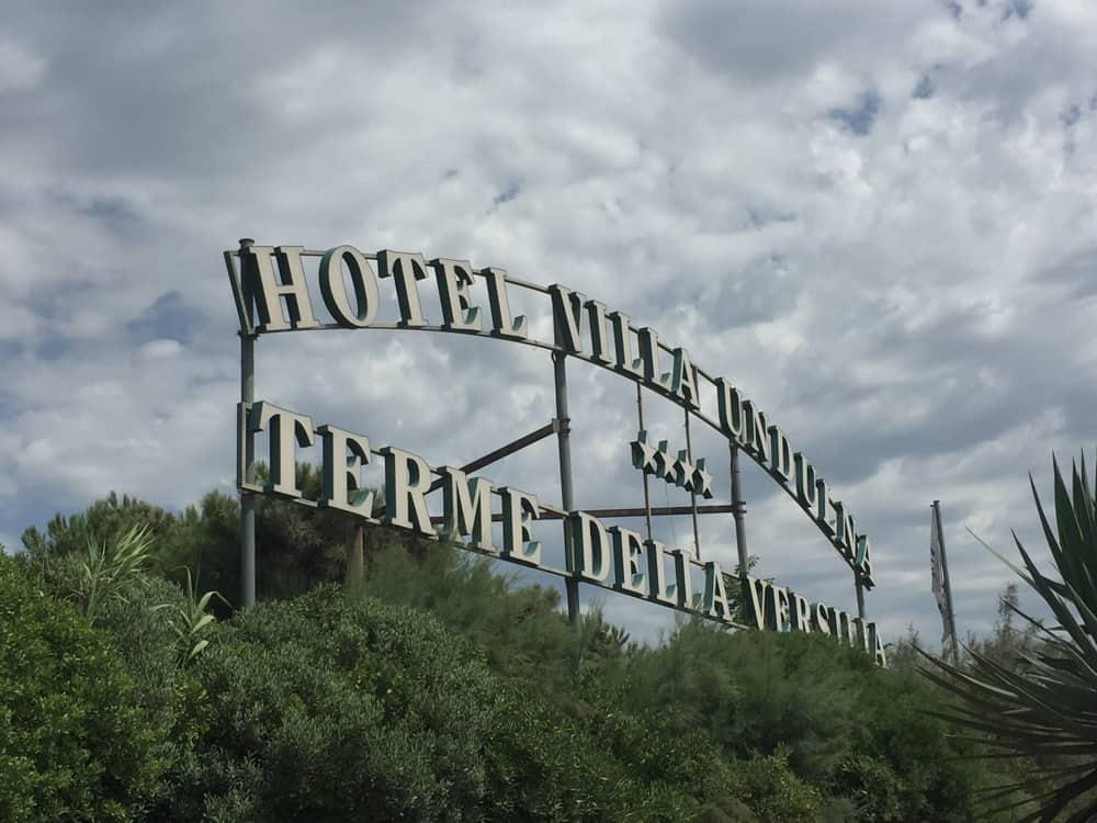 Terme della Versilia, l'ingresso dell'Hotel Villa Undulna