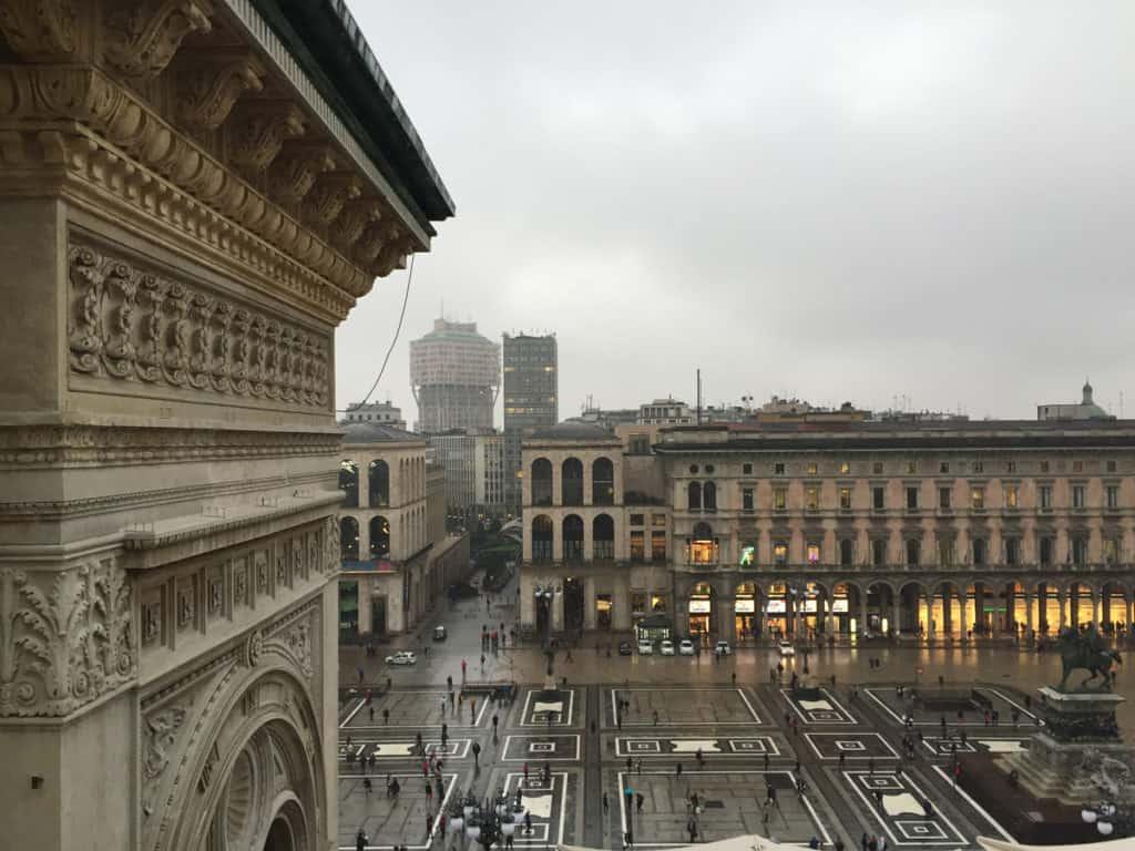 camminamento galleria milano vista piazza