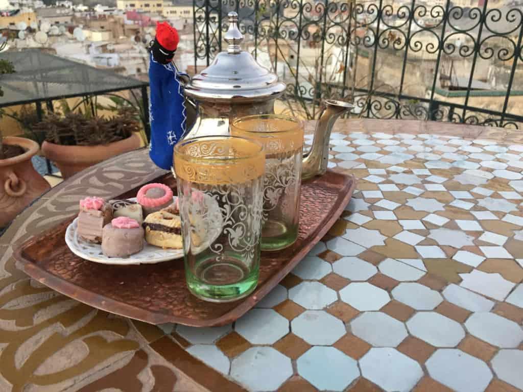 L'ora del tè sulla terrazza del riad