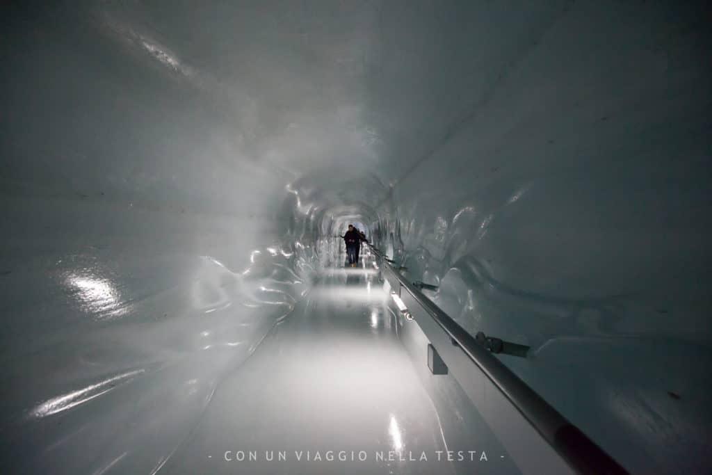 Jungfraujoch, Il percorso scavato all'interno del ghiacciaio