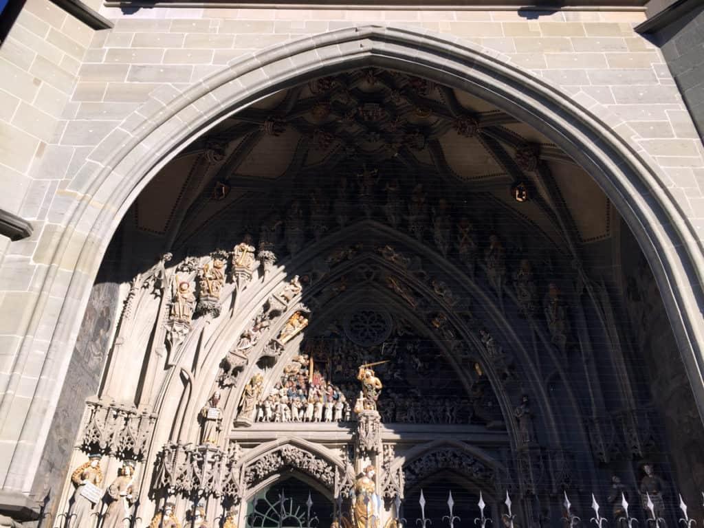 """Il portale della Cattedrale con il """"racconto"""" del Giudizio Universale"""
