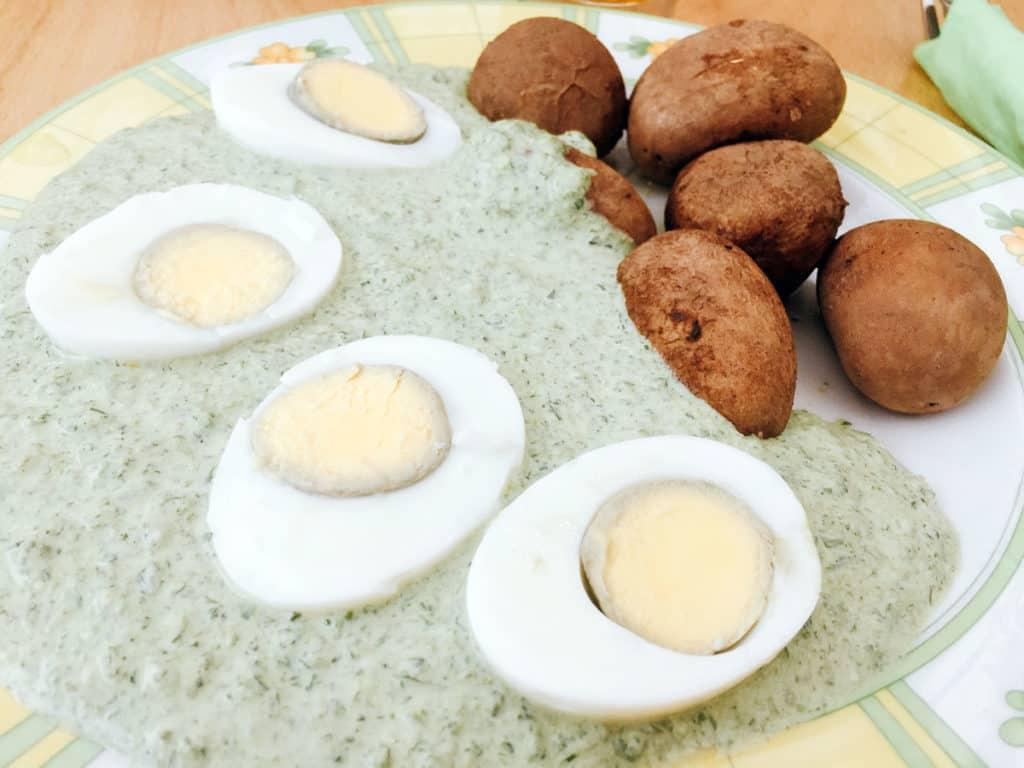 Un piatto tipico di Francoforte: uova sode, patate lesse e salsa verde