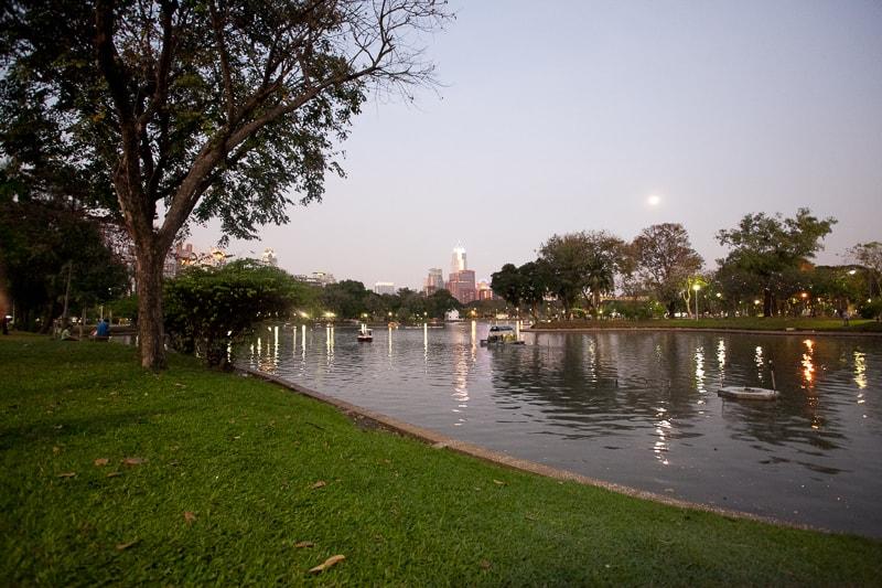 Bangkok, il Parco Lumpini all'imbrunire