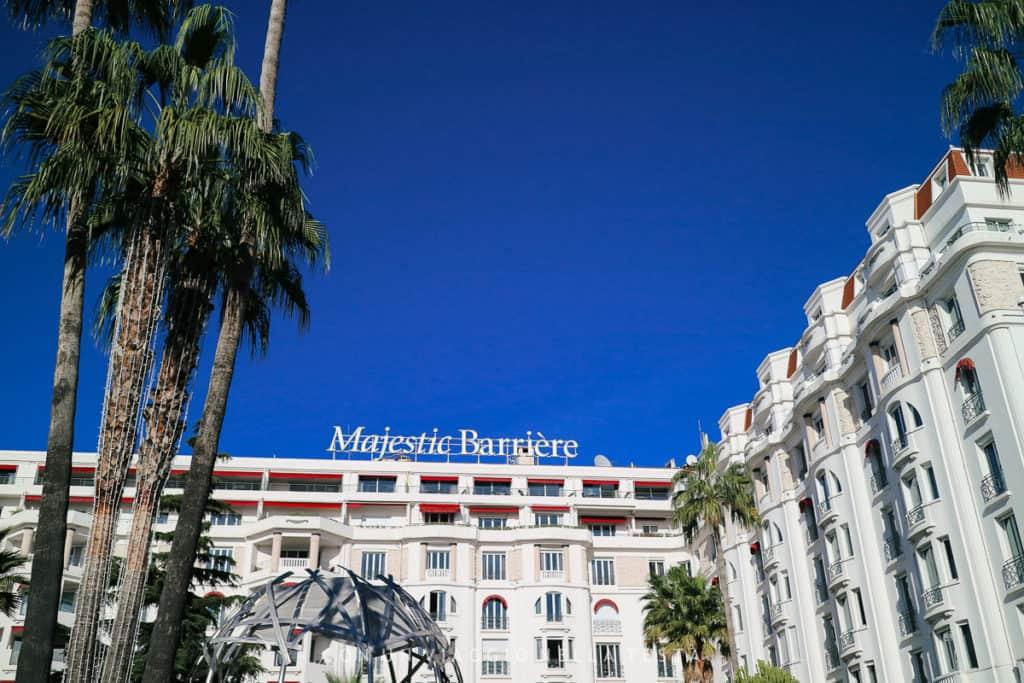 La facciata dell' Hotel Barriere Le Majestic