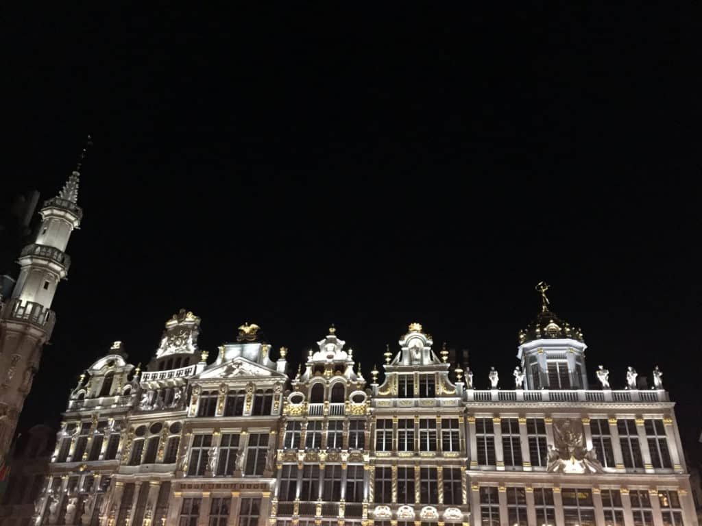 bruxelles insolita grand place notte