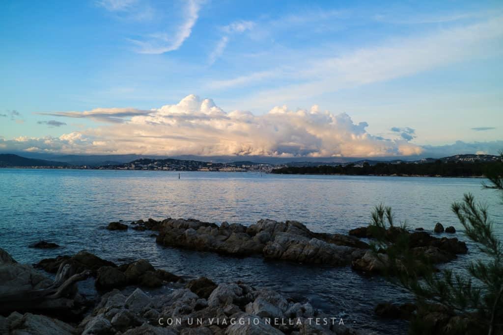 Isola di Saint Honorat, passeggiando sul mare