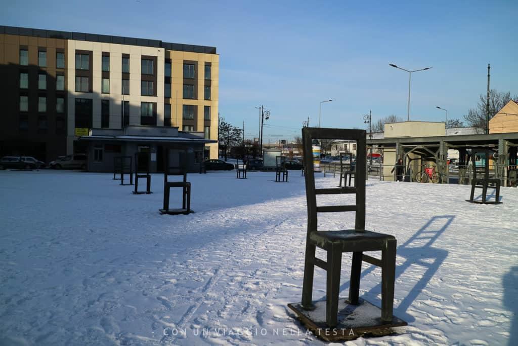visitare cracovia il Monumento delle sedie vuote