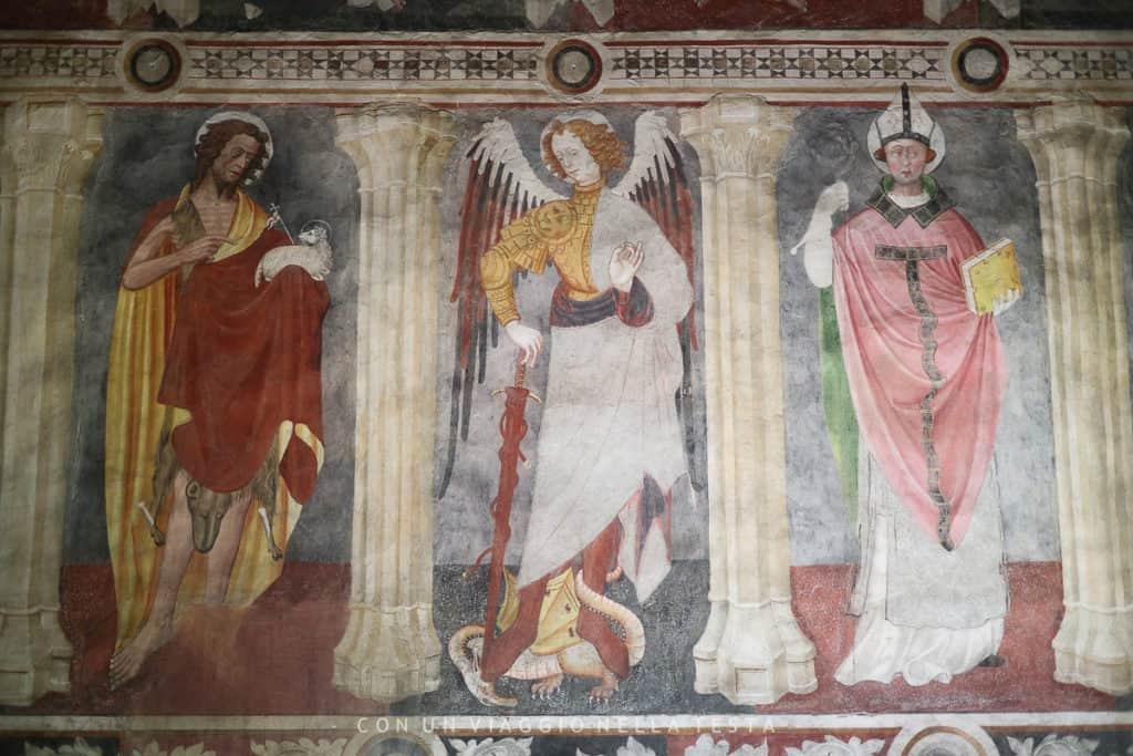 Un dettaglio degli affreschi della cappella privata interna del Castello di Fenis