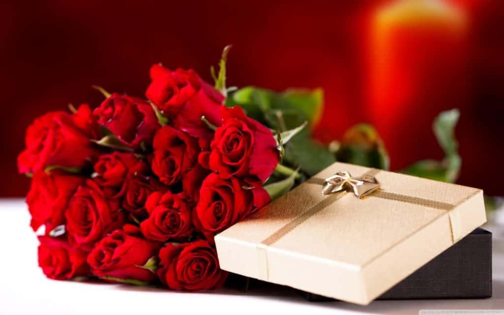 san valentino 2017 rose rosse e pacchetto