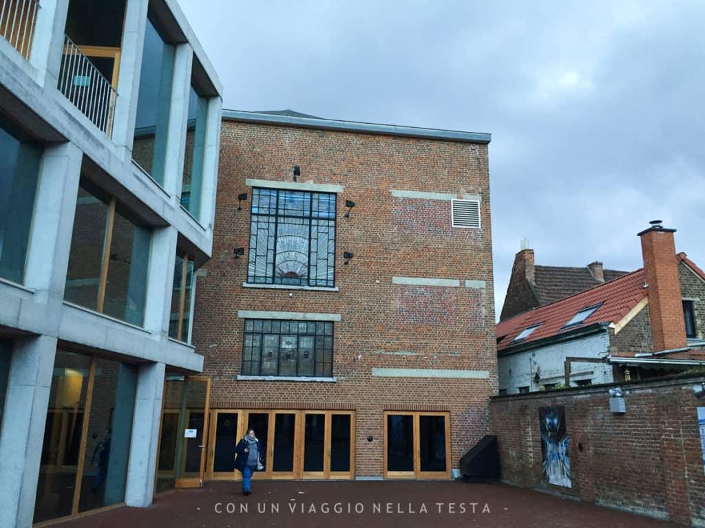 Mundaneum di Mons, il cortile esterno