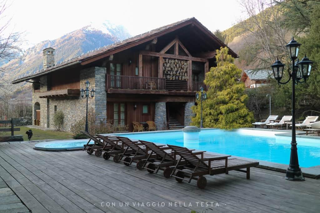 mont blanc village hotel esterno con piscina