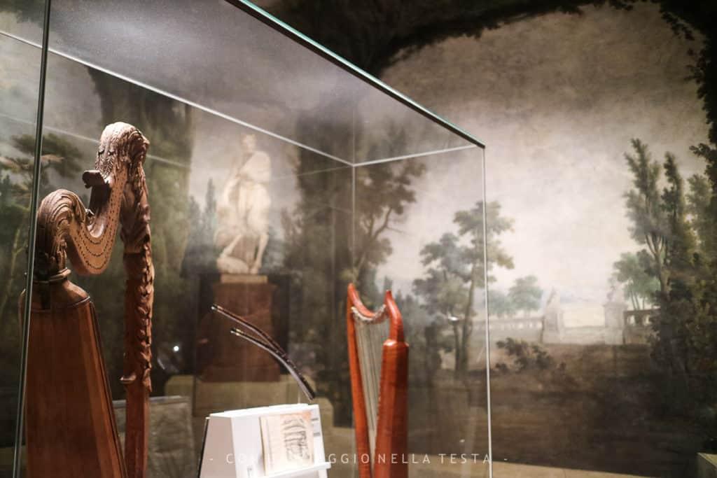 La prima sala del Museo della Musica, affrescata come uno splendido giardino