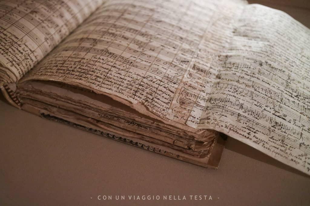 Uno degli spartiti manoscritti conservati al Museo della Musica