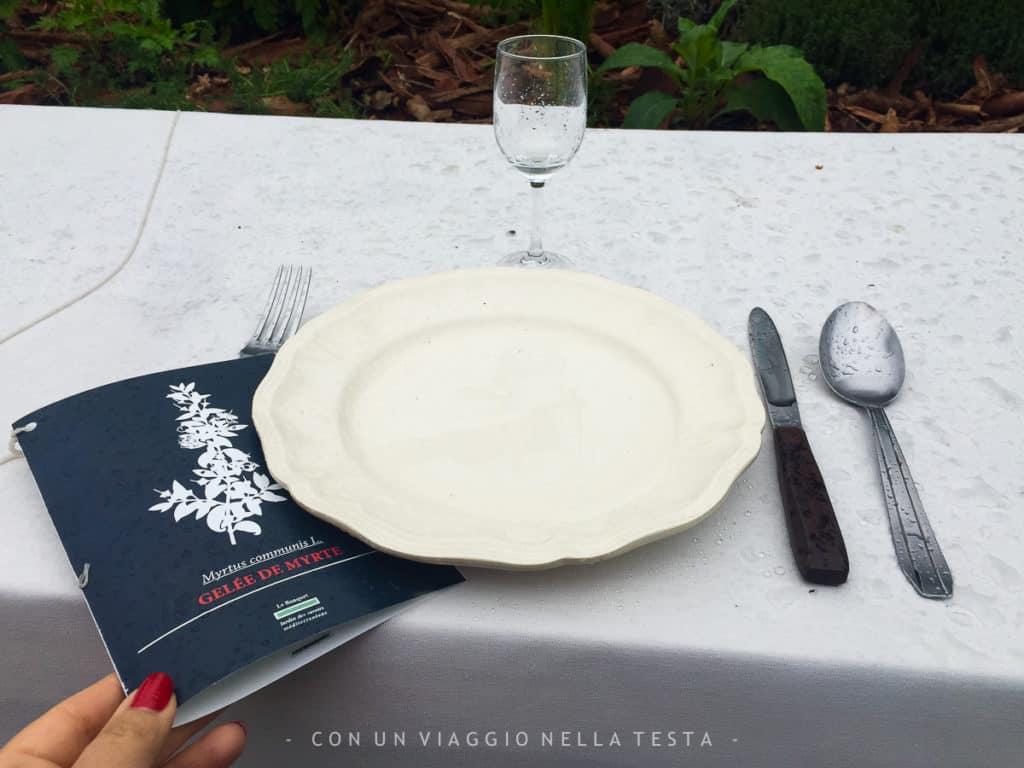 Un dettaglio: il menù contiene ricette per utilizzare gli aromi che compongono l'installazione