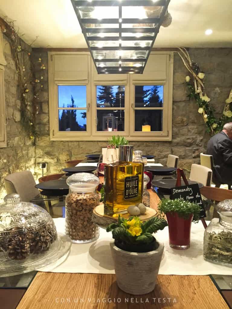 Atmosfera di charme al ristorante Le V annesso all'Hotel Eze hermitage