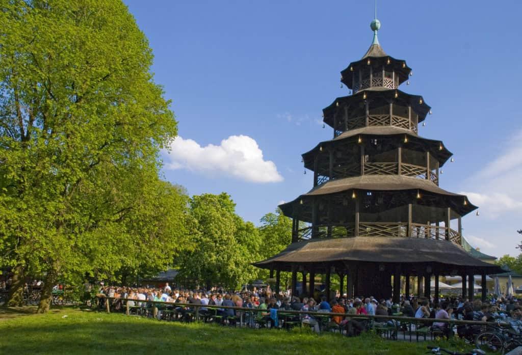 visitare monaco biergarten torre dei cinesi