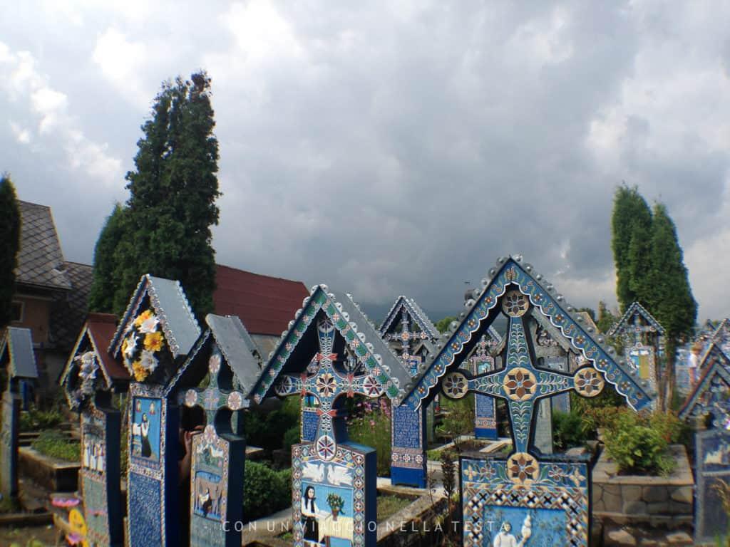 Il cimitero allegro in Romania, a Sapanta: 800 lapidi colorate!