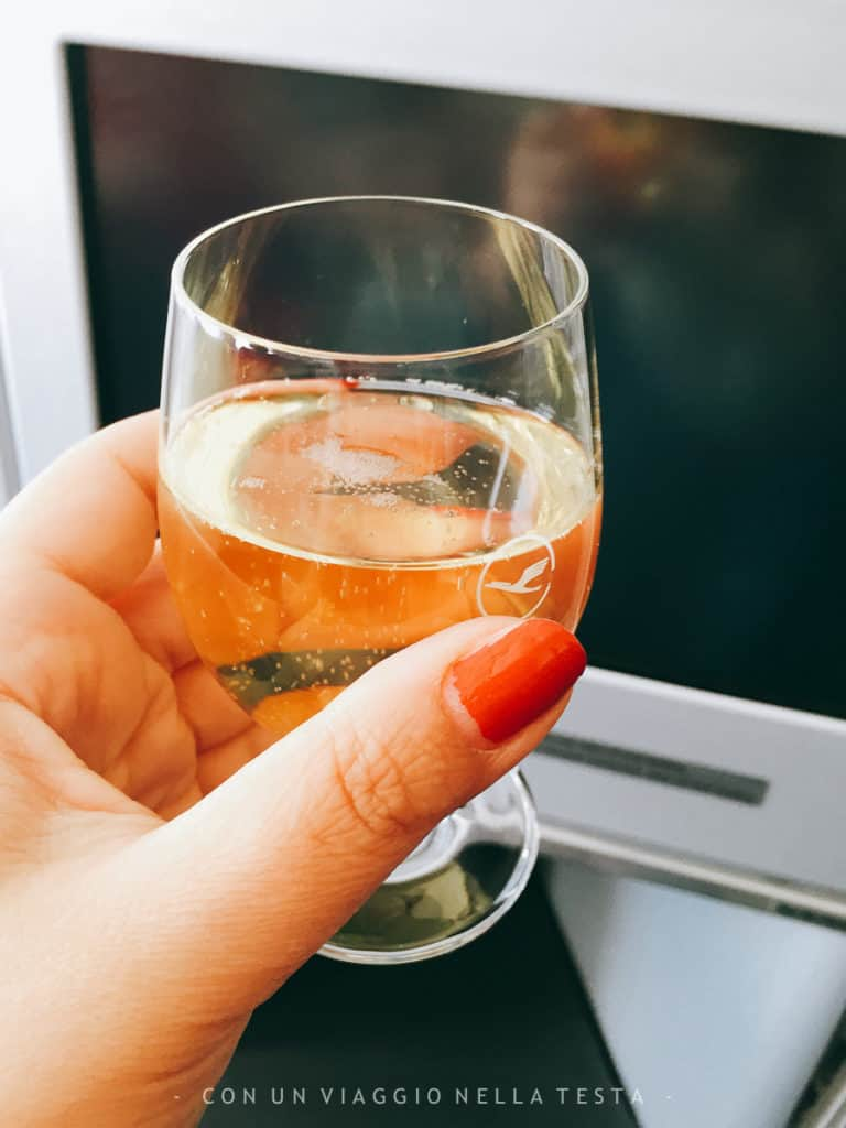 Viaggiare in business class: impossibile rifiutare le bollicine!
