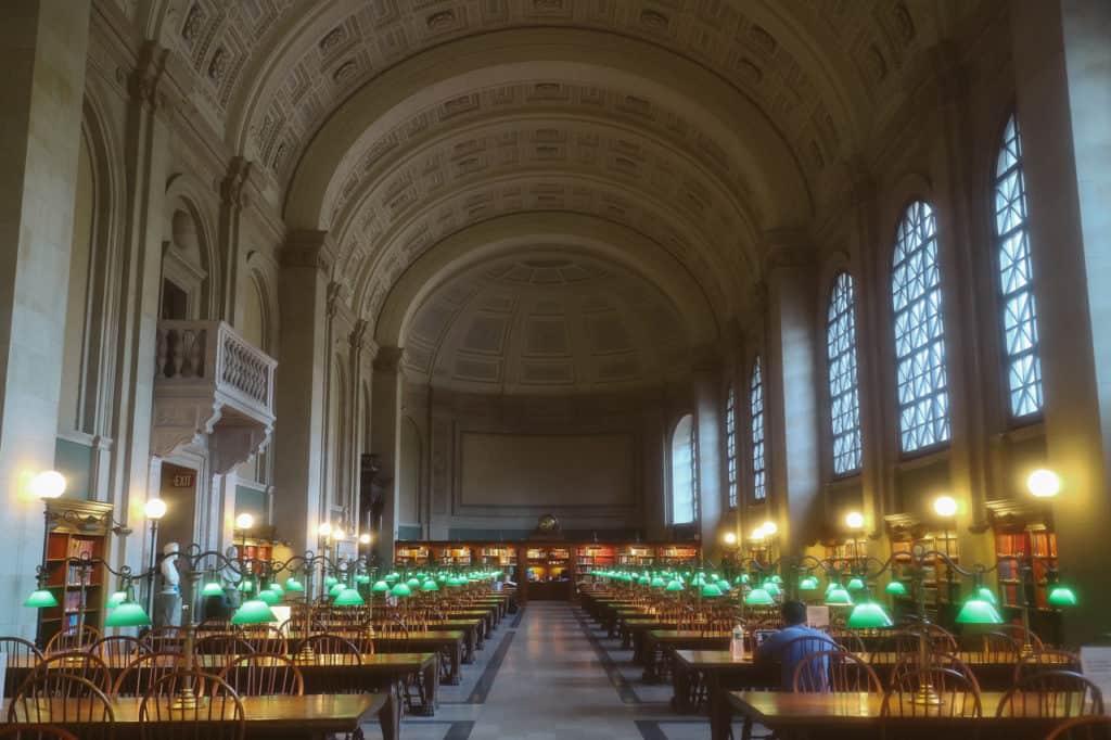 La Boston Public Library è la prima biblioteca pubblica gratuita al mondo.
