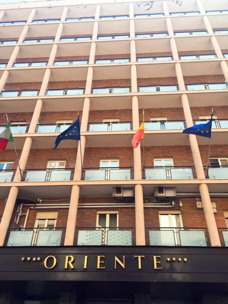 Hotel 4 stelle Napoli, la facciata del Grand Hotel Oriente