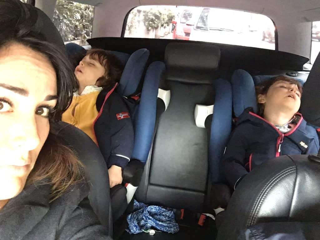 viaggiare con gemelli in auto