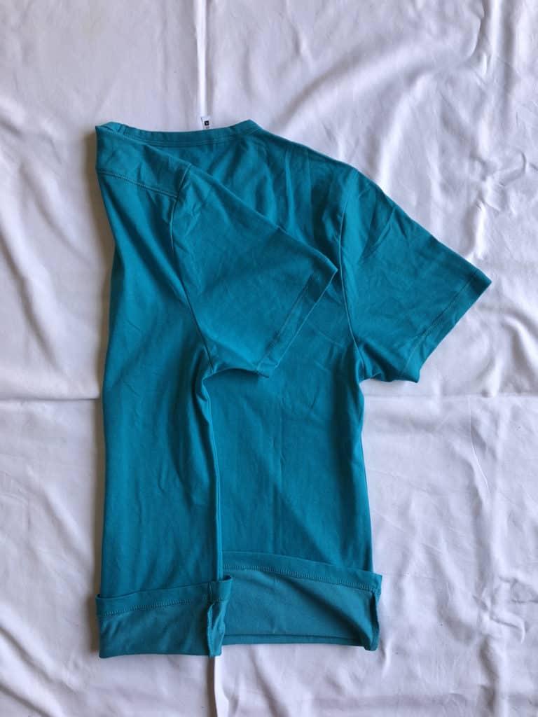 come piegare vestiti per preparare lo zaino per un viaggio2