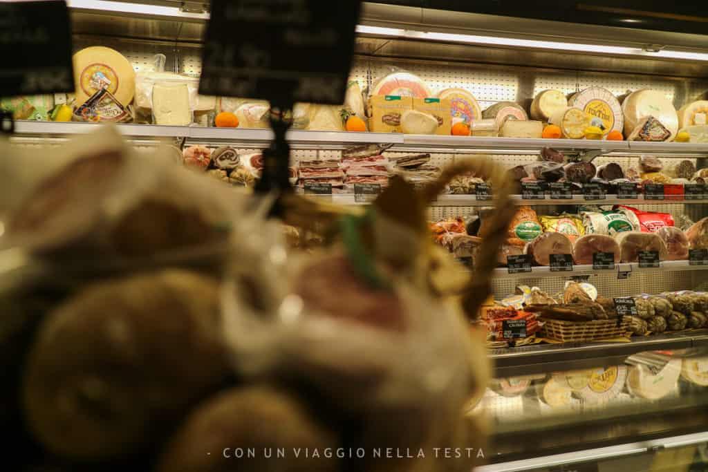 alTOC Magenta, il banco di formaggi e salumi