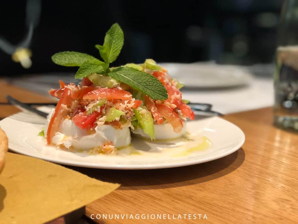 Obicà Milano, uno die piatti del menu estivo firmato da Alessandro Borghese: mozzarella e granchio
