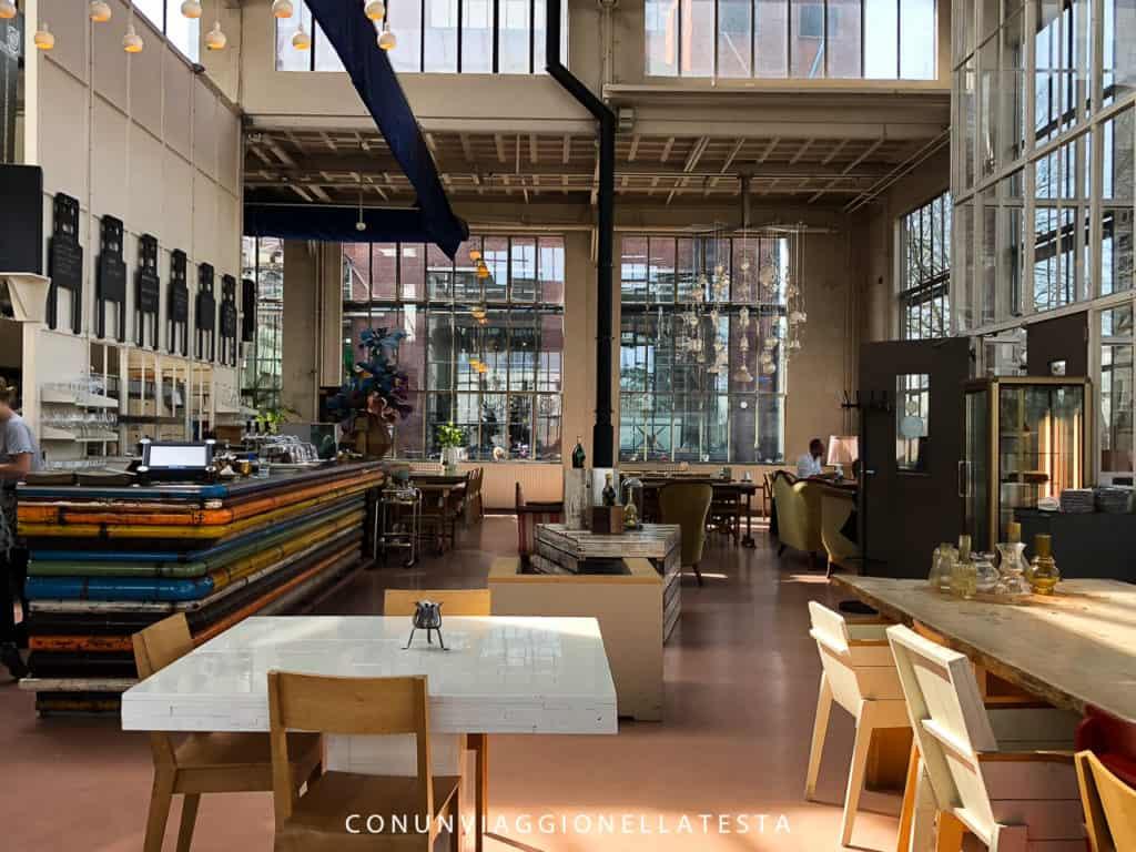 L'interno del ristorante nello studio di Piet Hein Eek . eindhoven cosa fare