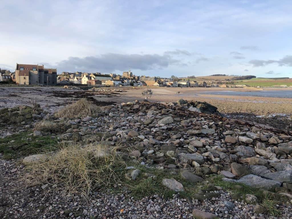 La strada che porta al porticciolo di Stonehaven, da vedere nei dintorni di Aberdeen