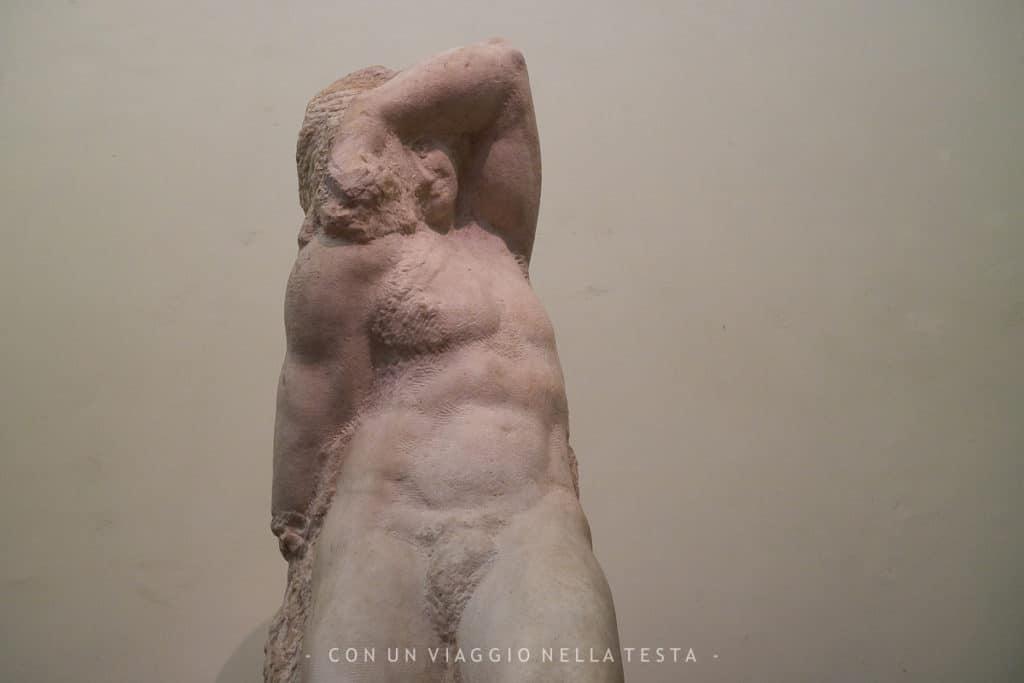 Uno dei Prigioni di Michelangelo alla Galleria dell'Accademia di Firenze