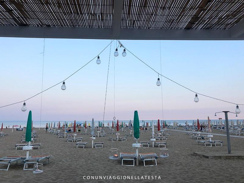 lignano sabbiadoro cosa vedere aperitivo in spiaggia